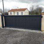 Portail de clôture extérieur noir moderne